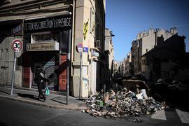 Ein Haufen verbrannter Abfälle in Marseille.
