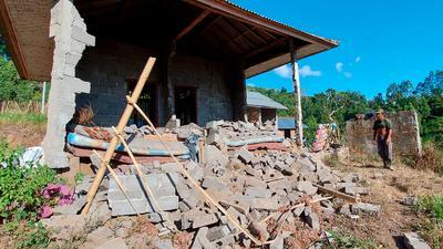 Ein von dem Erdbeben beschädigtes Haus in Karangasem auf der Insel Bali.