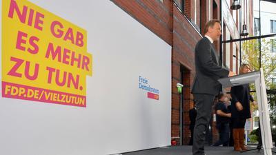 FDP-Chef Christian Lindner gibt zum Beschluss der Aufnahme von Koalitionsverhandlungen mit SPD und Grünen ein Statement ab. Die Gespräche könnten noch in dieser Woche starten.