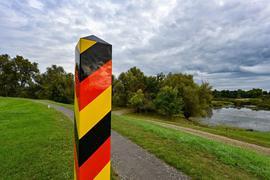Am deutsch-polnischen Grenzfluss Oder kommen mehr Migranten an - Seehofer macht einen Vorschlag.