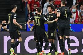 Dank einer starken zweiten Halnbzeit setzte sich der FC Bayern München in Lissabon durch.