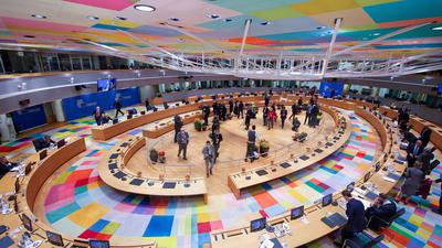 Gesamtansicht des Runden Tisches auf dem EU-Gipfel.