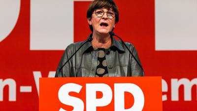SPD-Chef Saskia Esken wirbt auf dem Landesparteitag in Freiburg für die Ampel-Koalition.