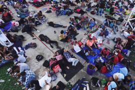 Migranten, vor allem aus Mittelamerika, die auf dem Weg nach Norden sind, machen in der Gemeinde Alvaro Obregon in Tapachula im mexikanischen Bundesstaat Chiapas eine Pause.