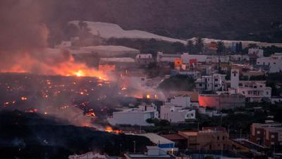 Lavaströme aus dem Vulkan zerstören Häuser im Viertel La Laguna auf der Kanareninsel La Palma.