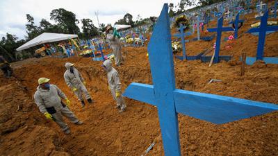Massengrab auf dem Friedhof in Manaus in Brasilien. Die Corona-Pandemie kostete weltweit Hunderttausende Menschenleben.