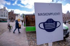 Bund greift ein: Die Maskenpflicht an bestimmten Orten ist ein Werkzeug, um die Ausbreitung der Pandemie einzudämmen. Der Bund will nun künftig mehr Mitspracherecht haben – auch in anderen Bereichen.