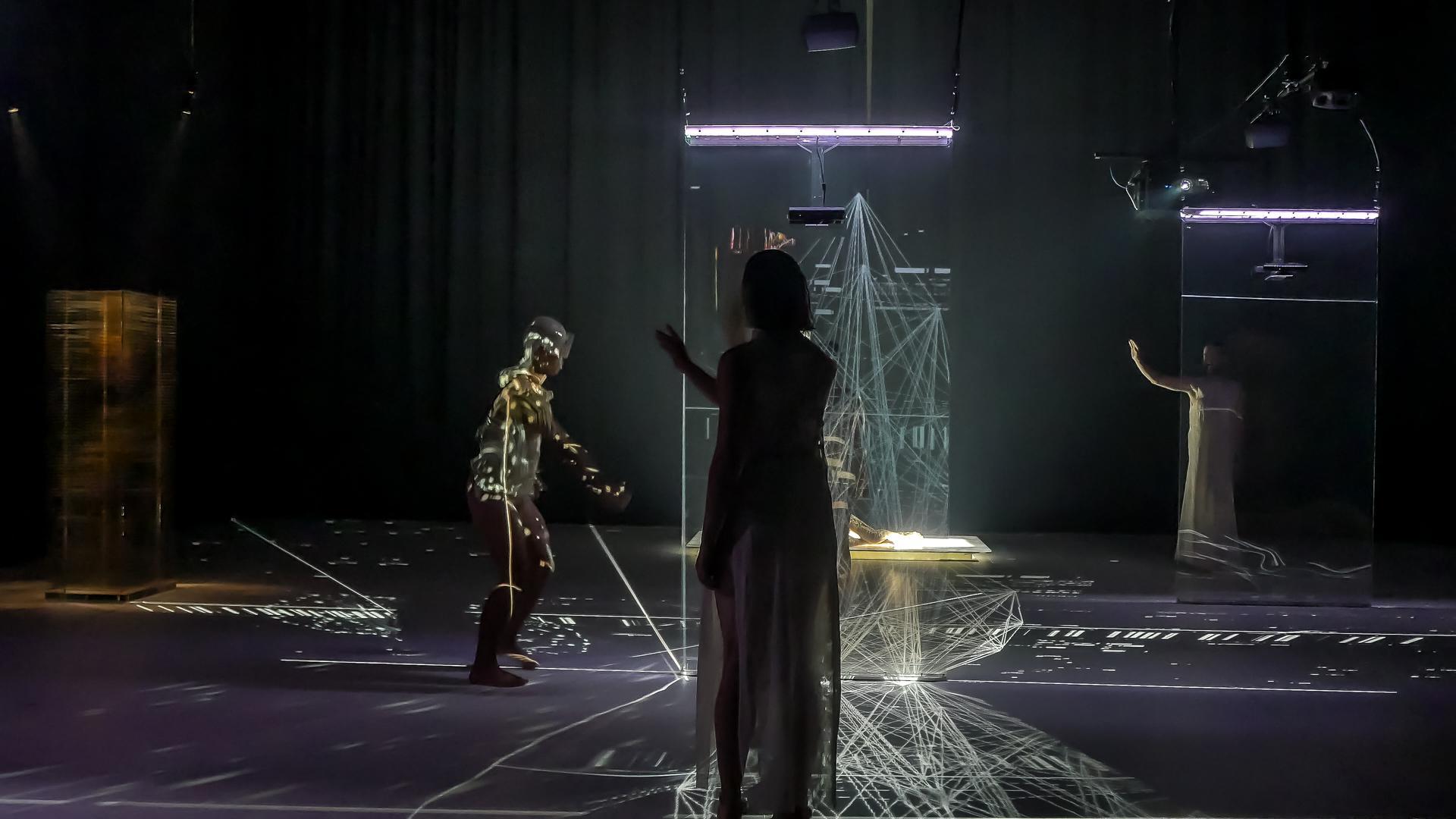 """Szene aus dem kanadischen Gastspiel """"Eve"""" beim Festival """"Tanz Karlsruhe"""" 2020"""