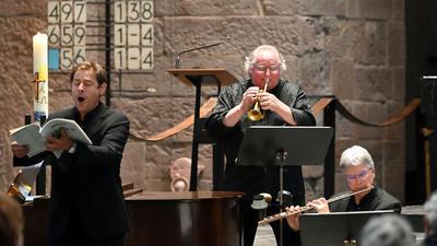 Trompeter Reinhold Friedrich (Mitte), Bariton Hanno Müller-Brachmann (links), Flötist Johannes Hustedt und weitere renommierte Künstler spielen in der Evangelischen Stadtkirche am Marktplatz.