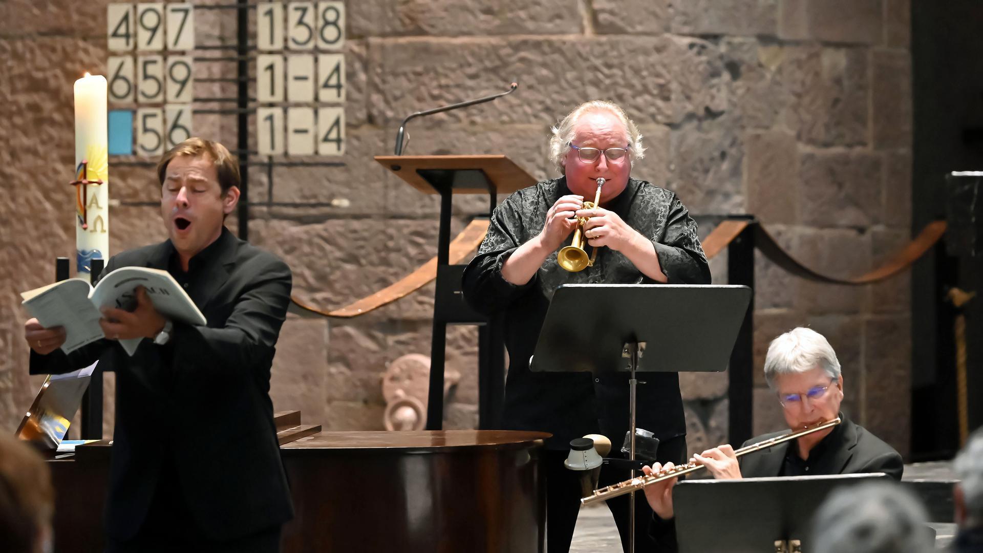 Benefizkonzert für Flutopfer: Hanno Müller-Brachmann, Reinhold Friedrich und Johannes Hustedt (von links) musizieren in der Evangelischen Stadtkirche am Marktplatz.