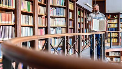 Eine Zeitreise: In der Landeskirchlichen Bibliothek in Karlsruhe finden sich zahlreiche Gesangsbücher aus verschiedenen Epochen.