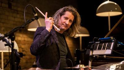 Der Musiker Jens Düppe beim Silvester-Streaming-Konzert 2020 des Jazzclubs Karlsruhe im Kulturzentrum Tempel.
