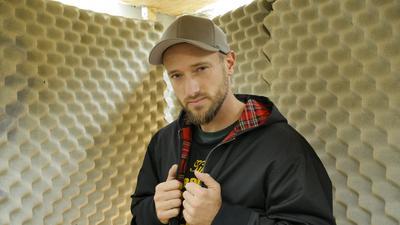 Rapper und Pädagoge Ben Bohnert im Tonstudio