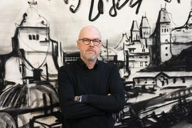 Der niederländische Künstler Marcel van Eeden wird Rektor der Kunstakademie Karlsruhe. Er tritt sein Amt am 1. Oktober 2021 an.