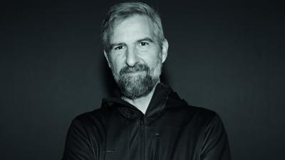 """Rolf Ableiter, Sänger des Karlsruher Leonard-Cohen-Projekts """"Field Commander C"""", in der Corona-Fotoreihe """"Kulturgesichter 0721"""""""