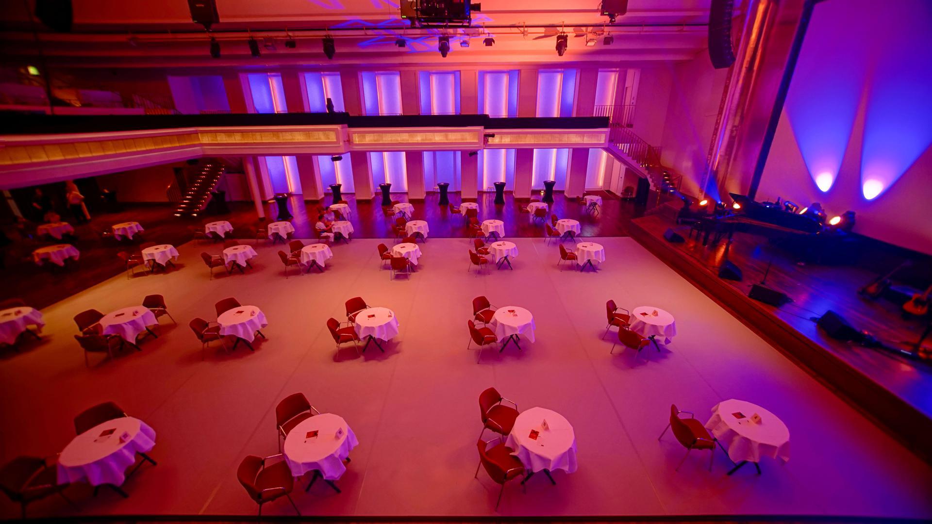 Blick in den coronagerecht eingerichteten Bénazetsaal des Kurhauses Baden-Baden, Oktober 2020.