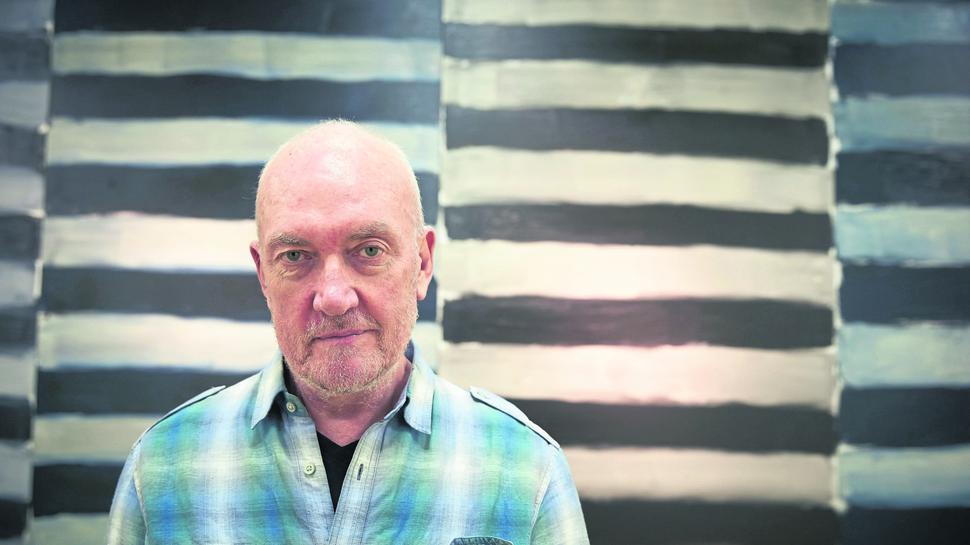Der irische Künstler Sean Scully steht am 29.08.2014 im Ludwig-Museum in Koblenz (Rheinland-Pfalz) vor seinem Werk mit dem Titel «Horizontal Soul». Die Ausstellung unter dem Titel «Figure/Abstract» ist vom 31.08. - 16.11.2014 zu sehen. Foto: Thomas Frey/dpa +++(c) dpa - Bildfunk+++ |
