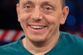 Der Komiker und Moderator Bernhard Hoëcker gehört zu jenen, die eigene Gags von früher kritisieren.
