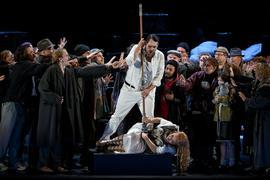 """Nina Stemme (als Brünnhilde) und John Lundgren (als Wotan) in der Oper """"Die Walküre"""" von Richard Wagner."""