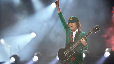 Nummer eins:Angus Young und AC/DC.