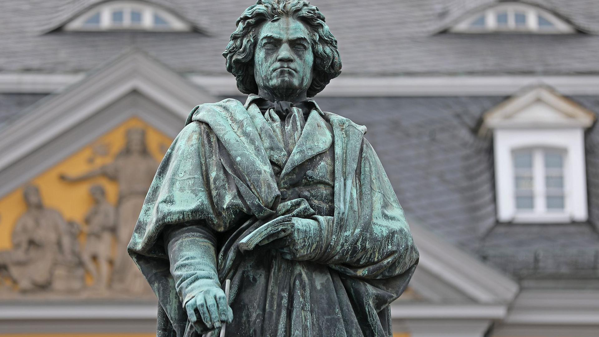 Statue des Komponisten Ludwig van Beethoven in Bonn.