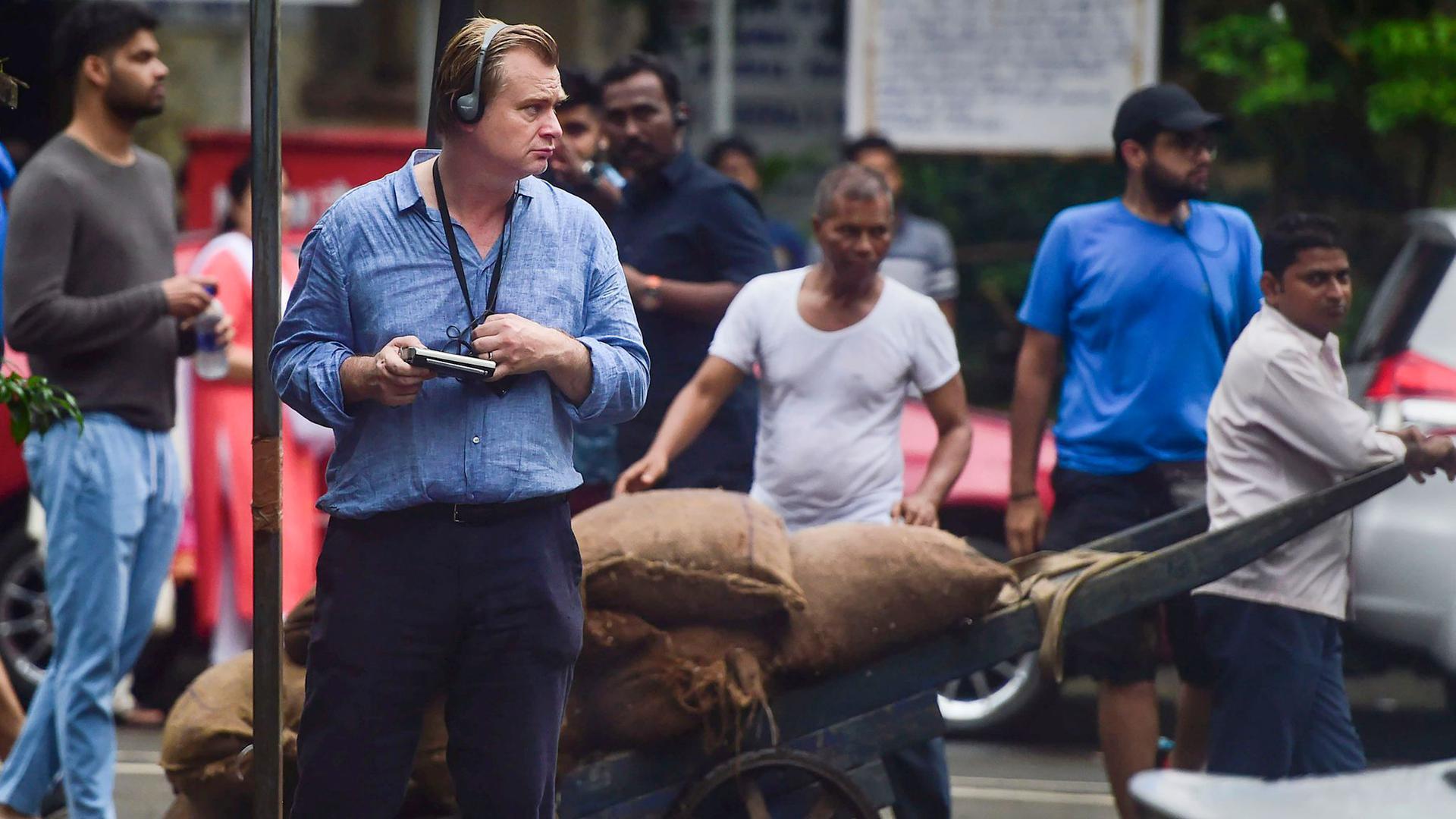 """Christopher Nolan bei den Dreharbeiten zu """"Tenet"""" in Mumbai."""
