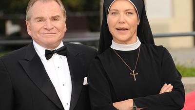 """Die letzte Staffel von """"Um Himmels Willen"""" läuft an. Mit dabei:Fritz Wepper als Bürgermeister Wolfgang Wöller und Janina Hartwig als Schwester Hanna."""