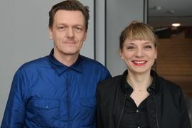 Thomas Oberender, Intendant der Berliner Festspiele, und Yvonne Büdenhölzer, Leiterin des Theatertreffens,  im Haus der Kulturen der Welt.