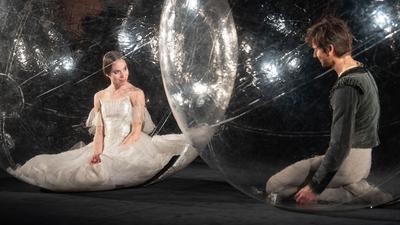 Sie müssen Abstand halten:Elisa Badenes und Friedemann Vogel vom Stuttgarter Ballett.