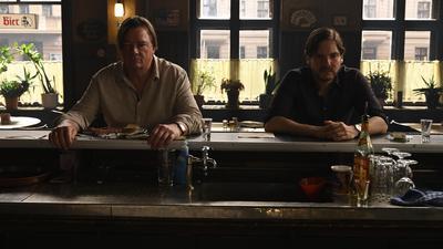 """Peter Kurth (l.) und Daniel Brühl in einer Szene aus """"Nebenan"""" (""""Next Door""""). Das Regiedebüt von Daniel Brühl läuft im Wettbewerb."""
