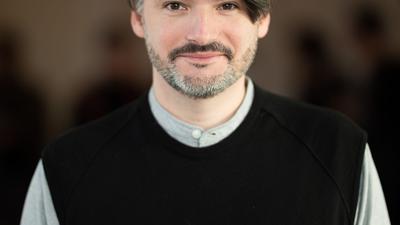 Der Hamburger Autor Saša Stanišić zeigt sich von einer neuen Seite.