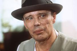 Porträt des deutschen Künstlers und Kunstprofessors Joseph Beuys, aufgenommen 1979.
