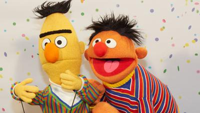 """Ernie (r) und Bert - Stars der """"Sesamstraße""""."""