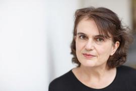 """Iris Hanika ist für ihren Roman """"Echos Kammern"""" mit dem Preis der Leipziger Buchmesse ausgezeichnet worden."""
