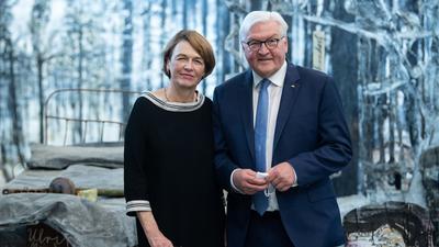 """Bundespräsident Frank-Walter Steinmeier und seine Frau Elke Büdenbender bei der  Eröffnung der Schau """"Diversity United""""."""