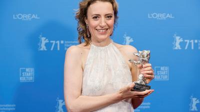 Maren Eggert hat bei der Berlinale den Silbernen Bären für die beste schauspielerische Leistung in einer Hauptrolle erhalten.