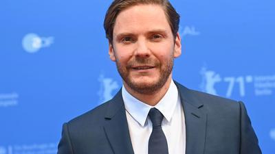 """Der Regisseur und Schauspieler Daniel Brühl bei der Premiere des Films """"Nebenan""""."""