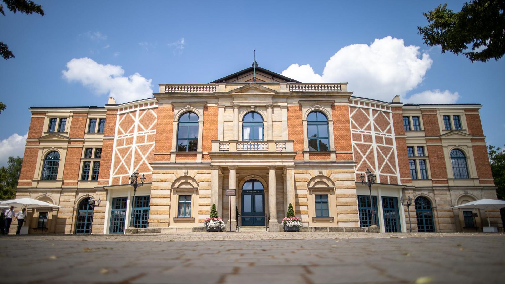 Das Bayreuther Festspielhaus. Am 25.07.2021 beginnen die Bayreuther Festspiele.