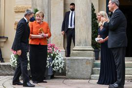 Bundeskanzlerin Angela Merkel, ihr Mann Joachim Sauer, Markus Söder, seine Frau Karin Baumüller-Söder kommen zum Festspielhaus auf dem Grünen Hügel.