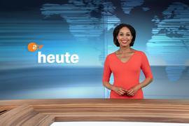 """Moderatorin Jana Pareigis im neugestalteten Studio der ZDF-Nachrichtensendung """"heute""""."""