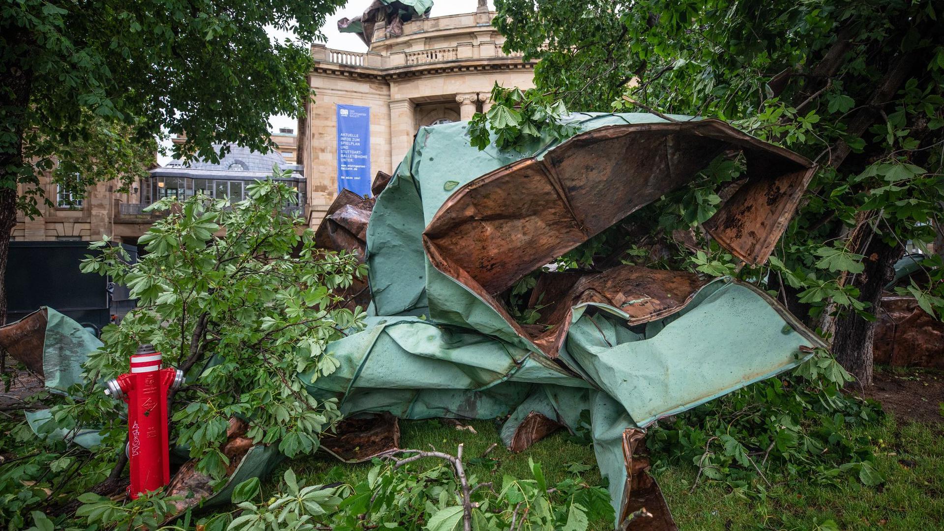 Das demolierte Kupferdach der Stuttgarter Oper bekommt eine neue Bestimmung.