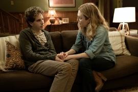 """Evan Hansen (Ben Platt) und Heidi Hansen (Julianne Moore) in einer Szene des Films """"Dear Evan Hansen""""."""