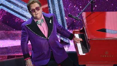 Elton John hat sich verletzt und kann erst einmal nicht auftreten.