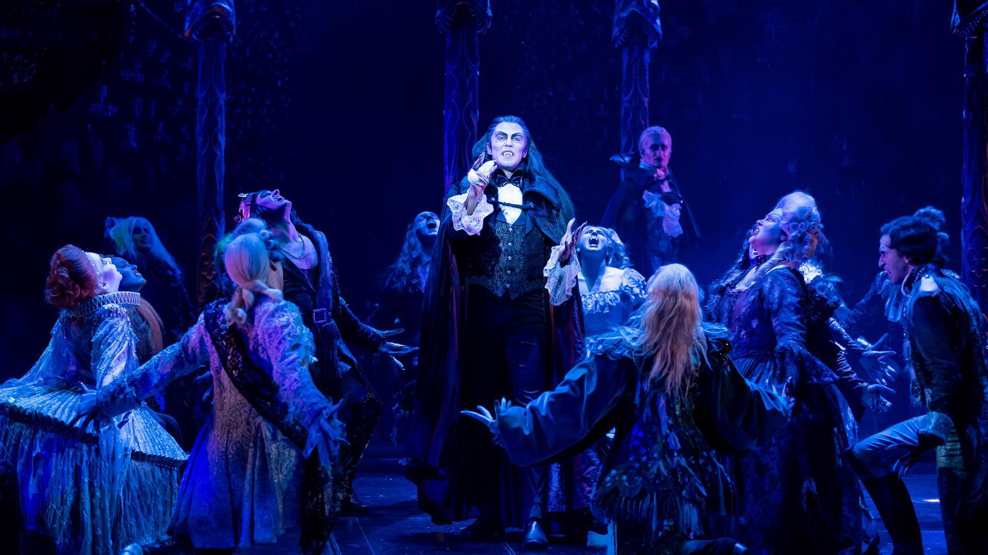 """Zurück auf der Bühne: Mit dem Musical """"Tanz der Vampire"""" läuft der Spielbetrieb nach der Corona-Pause in Stuttgart wieder an."""
