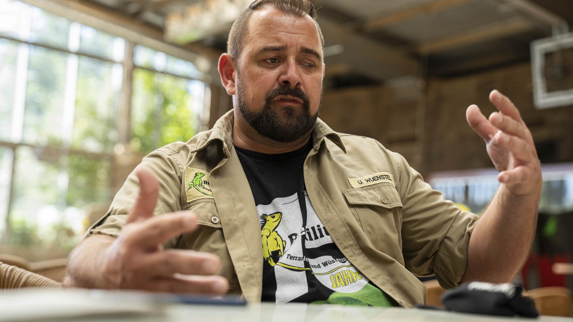 Uwe Wünstel, Geschäftsführer des Reptiliums, gilt als der Experte für Reptilien im Südwestdeutschen Raum.