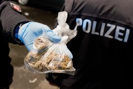 Erfolg im Kampf gegen die Rauschgiftkriminalität: Die Polizei hat in der Region vier Männer verhaftet, die mit Drogen (hier als Symbolbild) im großen Stil gehandelt haben sollen.