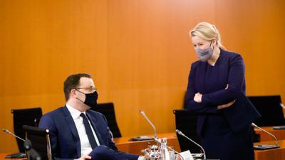 """Unter Kritik für die """"Corona-Verordnungspolitik"""": Bundesgesundheitsminister Jens Spahn (CDU) und Bundesfamilienministerin Franziska Giffey (SPD)."""