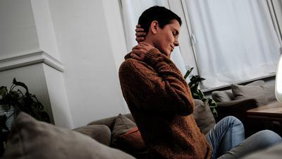 Langzeitfolgen noch wenig erforscht: Zu den Long-Covid-Syndromen zählen etwa Müdigkeit, Konzentrationsschwäche oder Schmerzen in Muskeln und Gelenken.