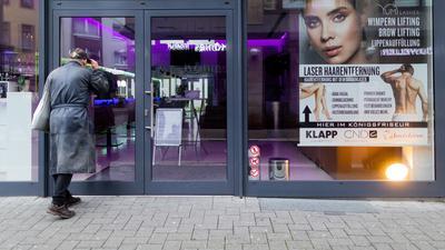 Ab diesem Montag wieder erlaubt: Kosmetikstudios dürfen in Baden-Württemberg wieder öffnen, wenn der Inzidenzwert unter 100 stabil bleibt.
