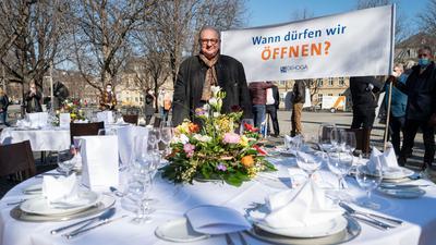 Enttäuschte Hoffnungen: Mit dem Fernsehkoch Vincent Klink haben sich vor den Bund-Länder-Beratungen zahlreiche Gastronomen und Wirte in Baden-Württemberg dafür eingesetzt, eine Öffnungsperspektive für Ostern zu erhalten. Stattdessen sollen die Schließungen aber weitergehen.